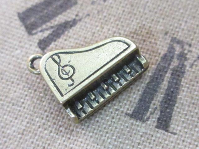 画像1: チャーム/ピアノ/真鍮古美 (1)
