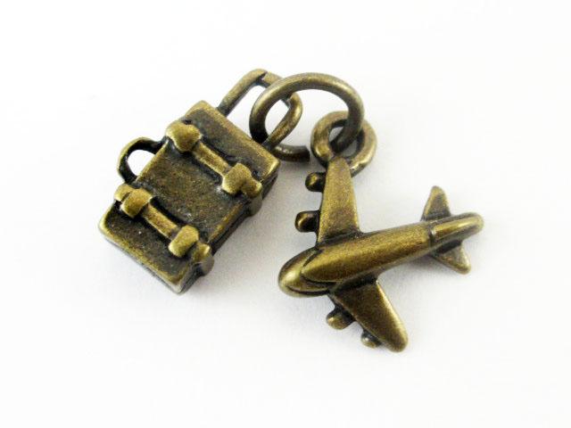 画像1: チャーム/ペア・トランクと飛行機/真鍮古美 (1)