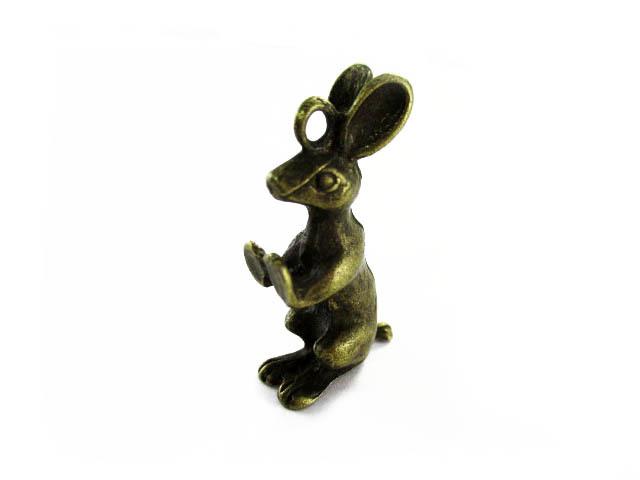 画像1: チャーム/立体壁ドン!ウサギさん/真鍮古美 (1)