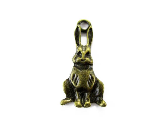 画像1: チャーム/お座りウサギ/真鍮古美 (1)